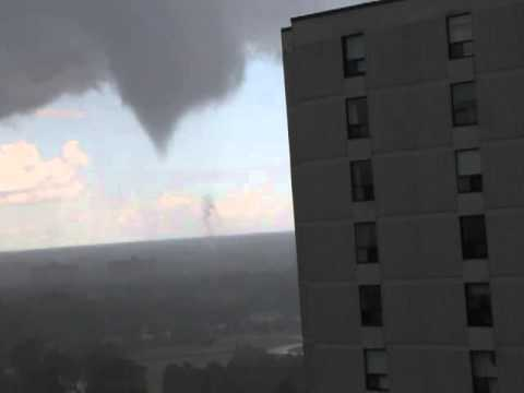 Tornado touching down in Ottawa on July 29, 2013